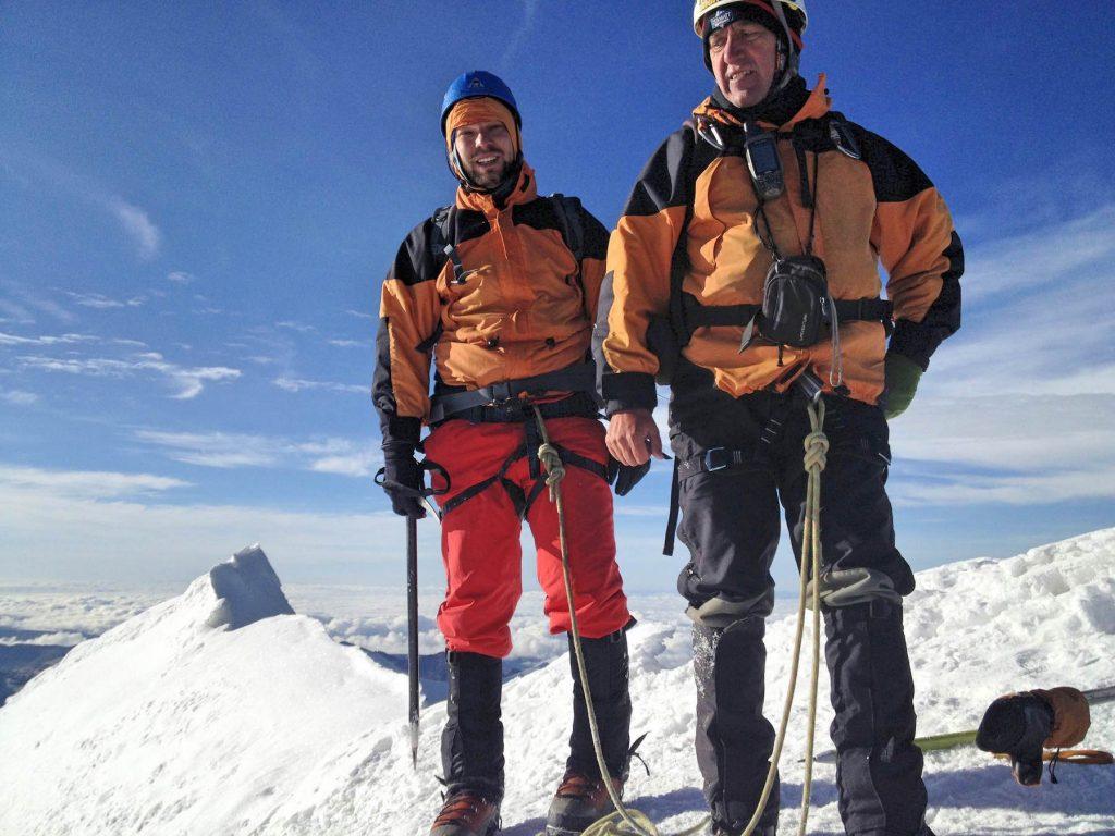 Gipfelglück auf dem winzigen Plateau.
