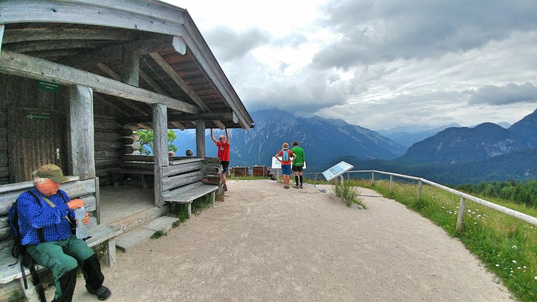 wanderung-hoher-kranzberg-mittenwald-aufstieg-besteigung-kranzberghaus-gipfel