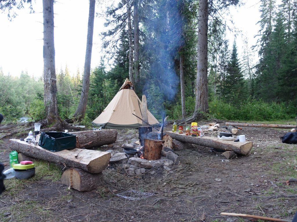 19_Camp_feuerstelle_kajak_russland_fluss_wildnis_outdoor_wandern